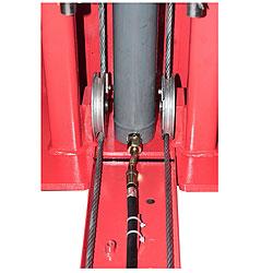 Двоной трап между стойками подъёмника LAUNCh TLT-240SB